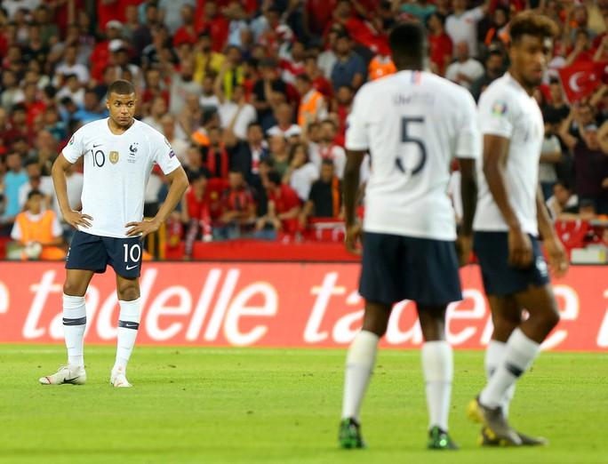 Hàng công tịt ngòi, Pháp thua sốc ở vòng loại Euro - Ảnh 1.