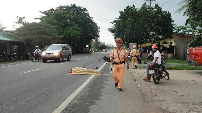 Một CSGT bị tai nạn tử vong, tài xế xe container bỏ chạy - Ảnh 1.