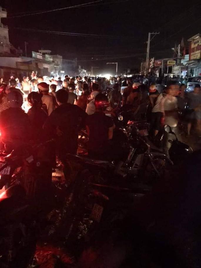 Xe CSGT tông vào tiệm vàng, 1 người dân bị thương - Ảnh 5.