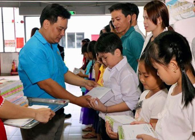CÔNG ĐOÀN CÔNG TY TNHH LONG YI VIỆT NAM: Trao học bổng cho con công nhân - Ảnh 1.