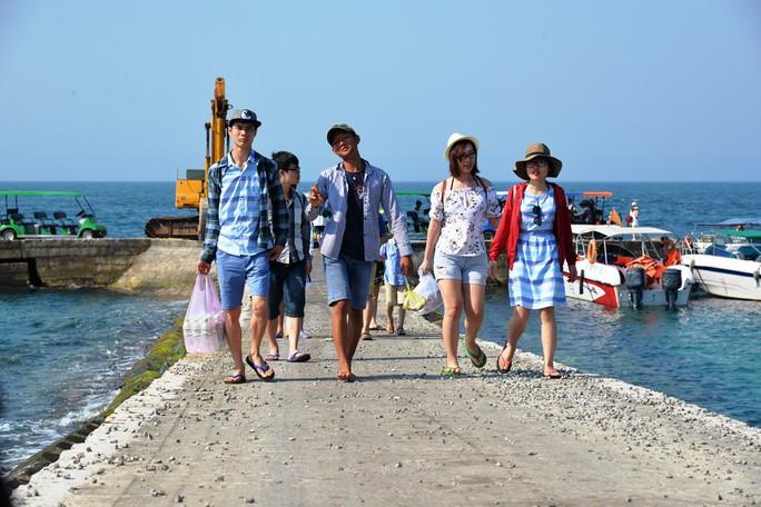 Quảng Ngãi thống nhất thu phí du khách đến Lý Sơn - Ảnh 2.
