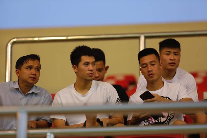 Thầy Park trầm ngâm khi U22 Việt Nam gặp khó vì học trò HLV Hoàng Anh Tuấn - Ảnh 3.