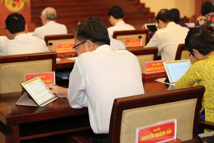 Trải nghiệm kỳ họp HĐND không giấy đầu tiên tại TP HCM - Ảnh 12.