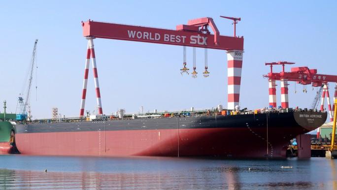 Iran định bắt tàu chở dầu Anh, bị tàu chiến đuổi - Ảnh 1.
