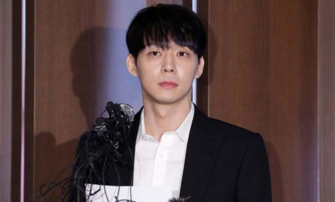 Hoàng tử gác mái Park Yoo Chun bị cấm sóng trên MBC - Ảnh 2.