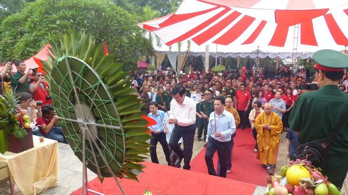 Nguyên Chủ tịch nước Trương Tấn Sang thắp hương tri ân các liệt sĩ trước ngày Giỗ trận Vị Xuyên - Ảnh 4.