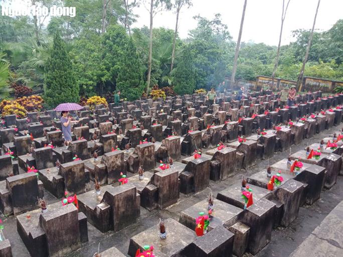 Nghẹn ngào đội mưa viếng đồng đội trước ngày Giỗ trận 12-7 ở Vị Xuyên - Ảnh 4.