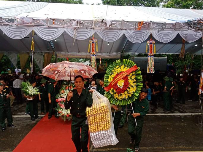Nguyên Chủ tịch nước Trương Tấn Sang thắp hương tri ân các liệt sĩ trước ngày Giỗ trận Vị Xuyên - Ảnh 9.