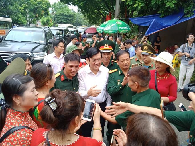 Nguyên Chủ tịch nước Trương Tấn Sang thắp hương tri ân các liệt sĩ trước ngày Giỗ trận Vị Xuyên - Ảnh 7.