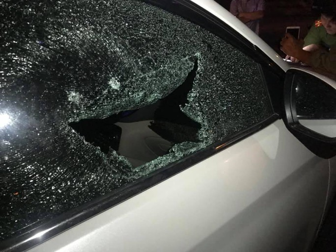 Đà Nẵng: Truy tìm đối tượng đập cửa kính ôtô để trộm tài sản giữa ban ngày - Ảnh 1.