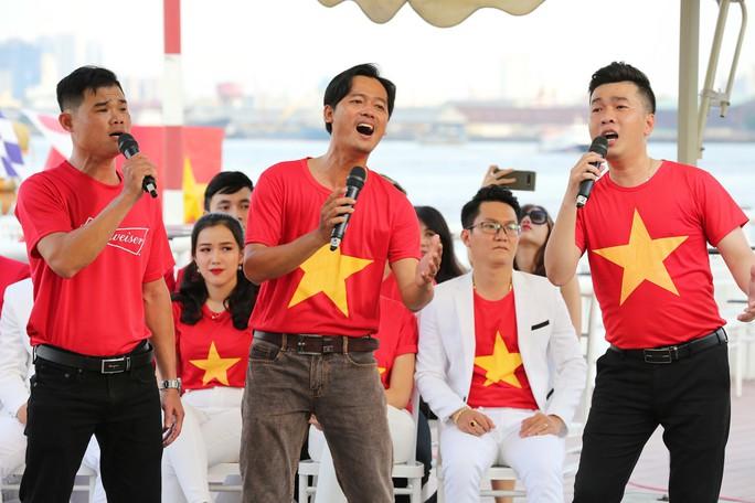 Livestream 5 Hành trình hát vì đội tuyển: Trực tiếp thể hiện ca khúc hay, ý nghĩa - Ảnh 8.