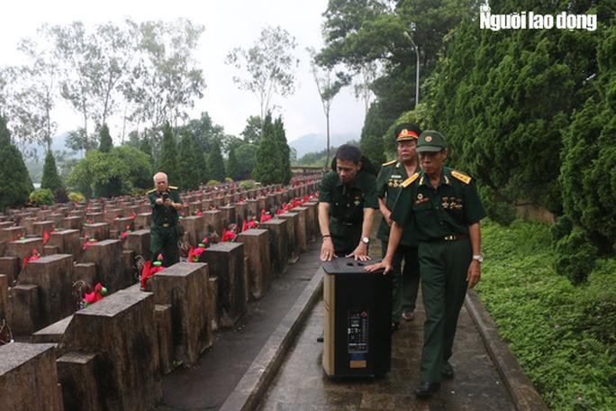 Nghẹn ngào đội mưa viếng đồng đội trước ngày Giỗ trận 12-7 ở Vị Xuyên - Ảnh 14.