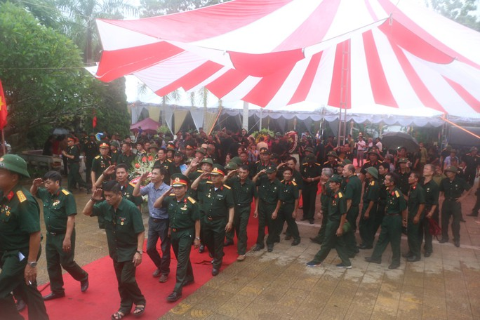 Nguyên Chủ tịch nước Trương Tấn Sang thắp hương tri ân các liệt sĩ trước ngày Giỗ trận Vị Xuyên - Ảnh 12.