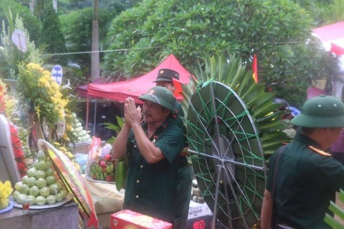 Nguyên Chủ tịch nước Trương Tấn Sang thắp hương tri ân các liệt sĩ trước ngày Giỗ trận Vị Xuyên - Ảnh 16.