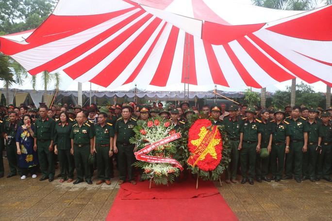 Nguyên Chủ tịch nước Trương Tấn Sang thắp hương tri ân các liệt sĩ trước ngày Giỗ trận Vị Xuyên - Ảnh 14.