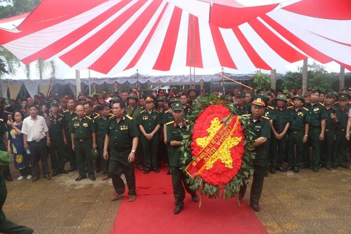 Nguyên Chủ tịch nước Trương Tấn Sang thắp hương tri ân các liệt sĩ trước ngày Giỗ trận Vị Xuyên - Ảnh 15.