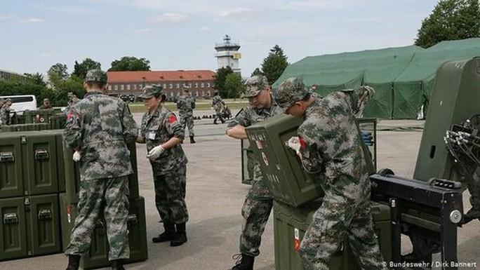 Trung Quốc toan tính gì khi đưa quân y đến Đức?  - Ảnh 2.