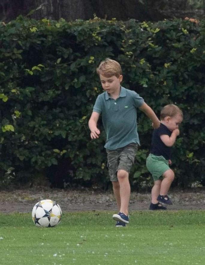 Hình ảnh đi chơi chung hiếm hoi của hai gia đình Hoàng tử Anh - Ảnh 10.