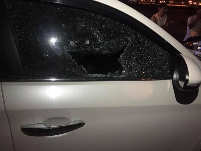 Đà Nẵng: Truy tìm đối tượng đập cửa kính ôtô để trộm tài sản giữa ban ngày - Ảnh 2.