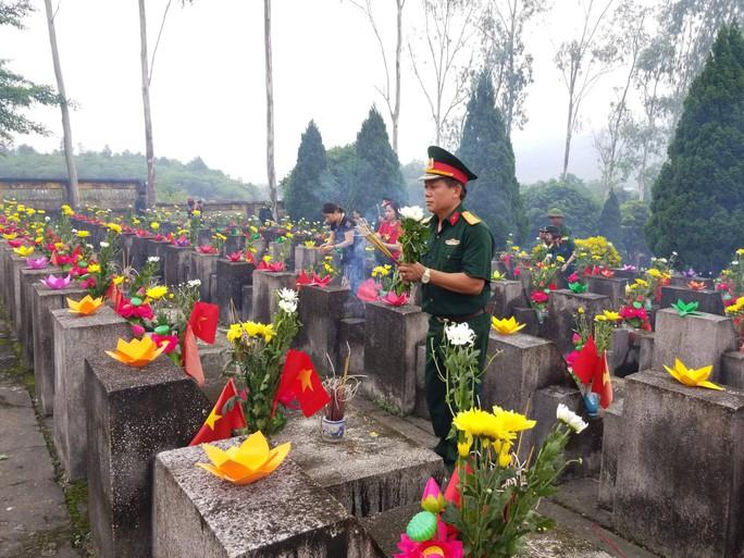 Nguyên Chủ tịch nước Trương Tấn Sang trao 276 căn nhà tặng cựu binh Vị Xuyên - Ảnh 6.