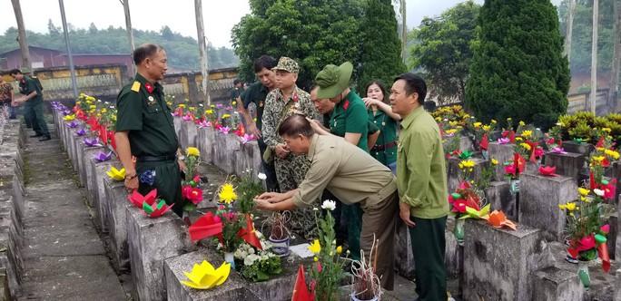 Nguyên Chủ tịch nước Trương Tấn Sang trao 276 căn nhà tặng cựu binh Vị Xuyên - Ảnh 9.