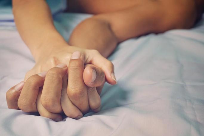 Phát hiện bệnh tình dục phổ biến tấn công theo cách khó lường - Ảnh 1.