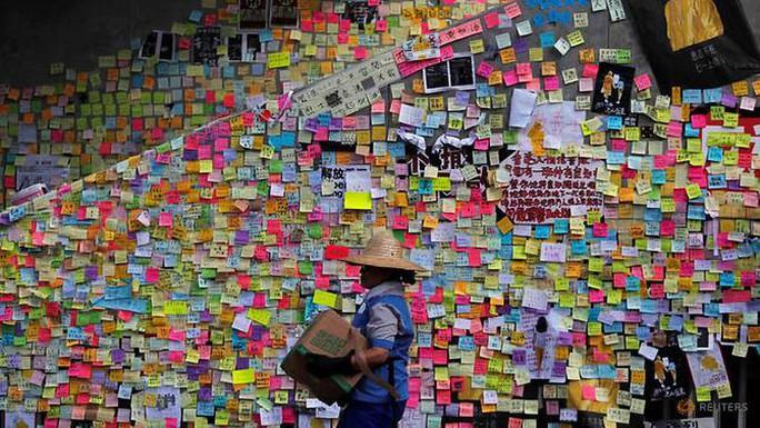 Hồng Kông: Người biểu tình tập trung gần biên giới Trung Quốc - Ảnh 1.