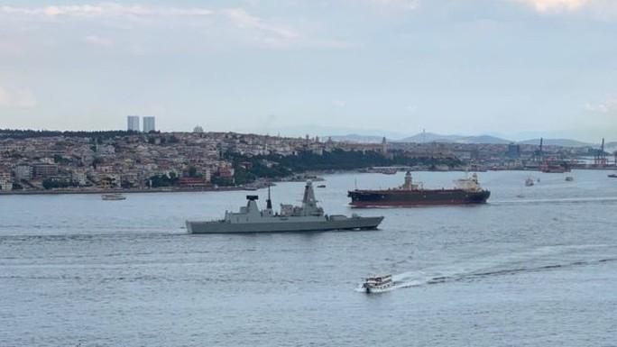 Anh gửi thêm tàu chiến đến vùng Vịnh, Hezbollah cảnh báo Israel - Ảnh 1.