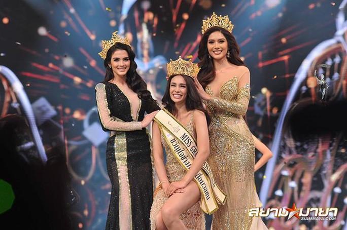 Tân Hoa hậu Hòa bình Thái Lan bị ném đá hậu đăng quang - Ảnh 1.