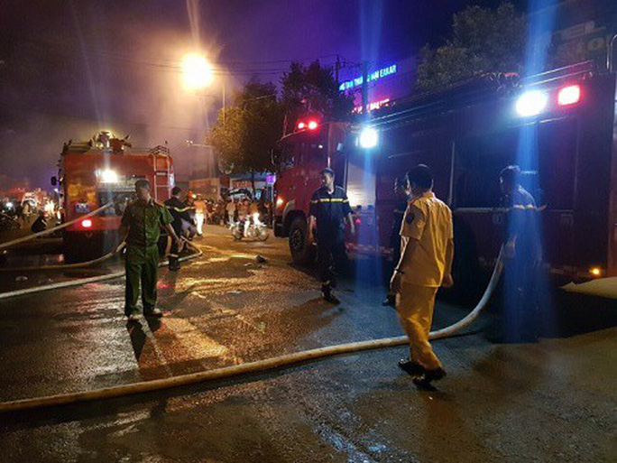 Cháy chợ kinh hoàng, gần 50 ki ốt thành tro - Ảnh 4.