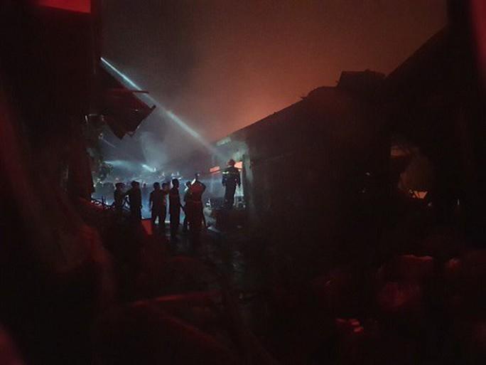 Cháy chợ kinh hoàng, gần 50 ki ốt thành tro - Ảnh 3.