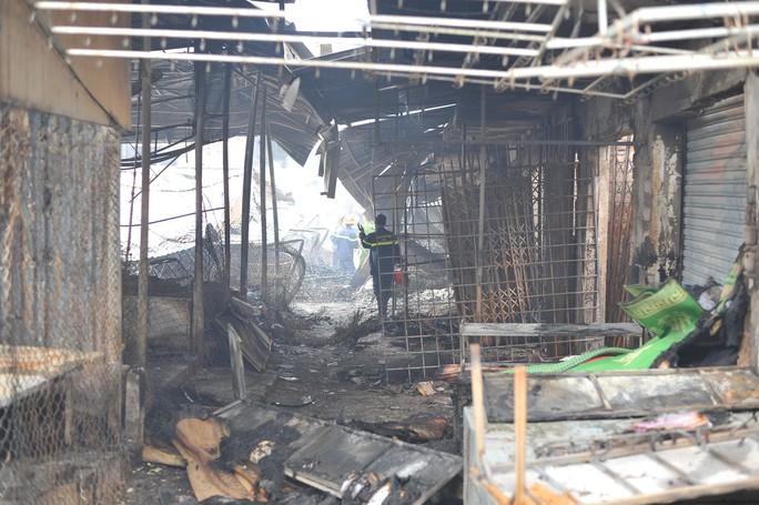 Hình ảnh 45 ki ốt cháy thành tro, tiểu thương điêu đứng - Ảnh 10.