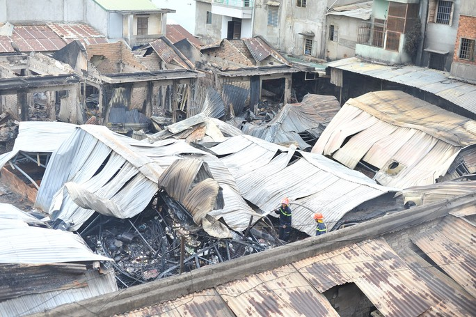 Hình ảnh 45 ki ốt cháy thành tro, tiểu thương điêu đứng - Ảnh 2.