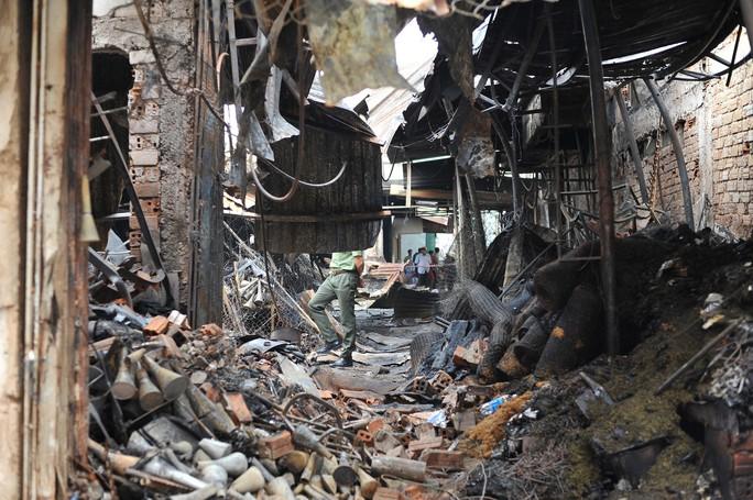Hình ảnh 45 ki ốt cháy thành tro, tiểu thương điêu đứng - Ảnh 4.