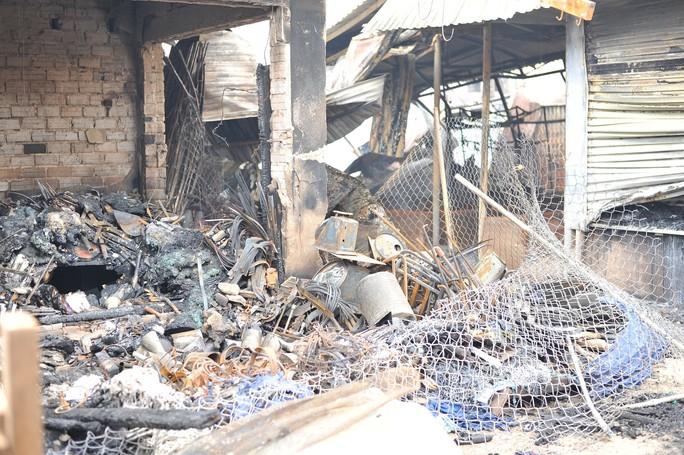 Hình ảnh 45 ki ốt cháy thành tro, tiểu thương điêu đứng - Ảnh 5.