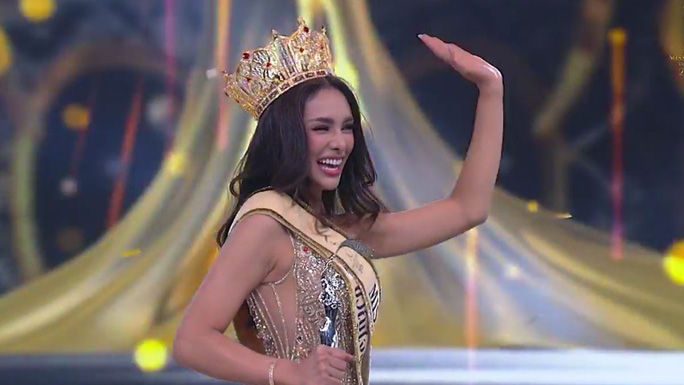 Tân Hoa hậu Hòa bình Thái Lan bị ném đá hậu đăng quang - Ảnh 2.