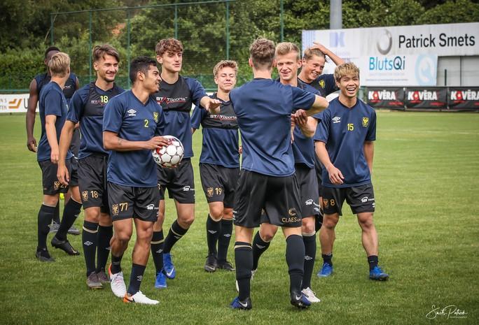 Công Phượng vui đùa cùng đội bóng mới trong trận giao hữu thắng Gent 4-2 - Ảnh 3.