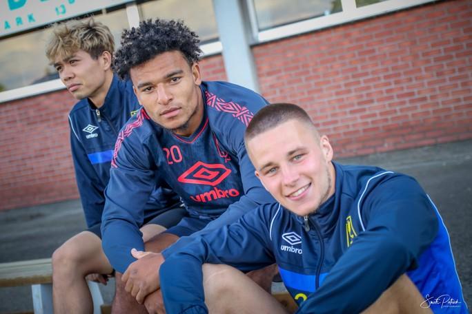 Công Phượng vui đùa cùng đội bóng mới trong trận giao hữu thắng Gent 4-2 - Ảnh 4.
