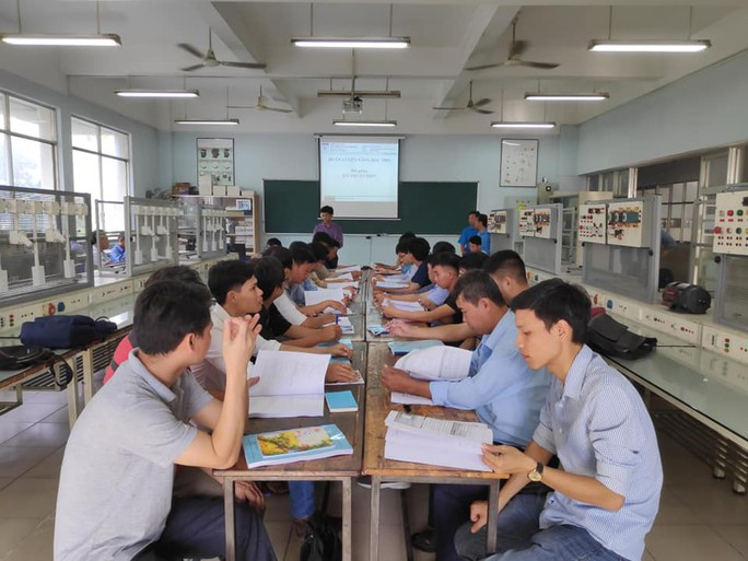 Nâng bậc thợ cho công nhân ngành điện, điện tử - Ảnh 1.