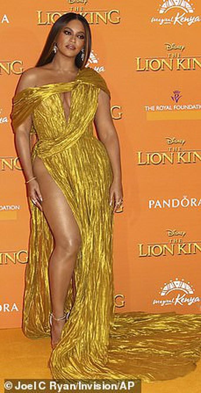 """Siêu sao Beyonce diện đầm Công Trí ra mắt phim """"Vua sư tử"""" - Ảnh 4."""