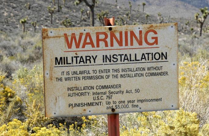 """Mỹ sẵn sàng đối đầu hơn nửa triệu """"thợ săn"""" định xông vào Vùng 51 - Ảnh 2."""