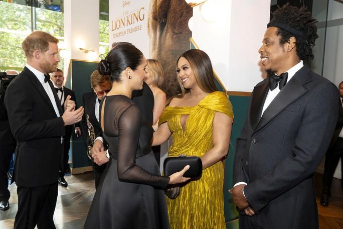 """Siêu sao Beyonce diện đầm Công Trí ra mắt phim """"Vua sư tử"""" - Ảnh 8."""