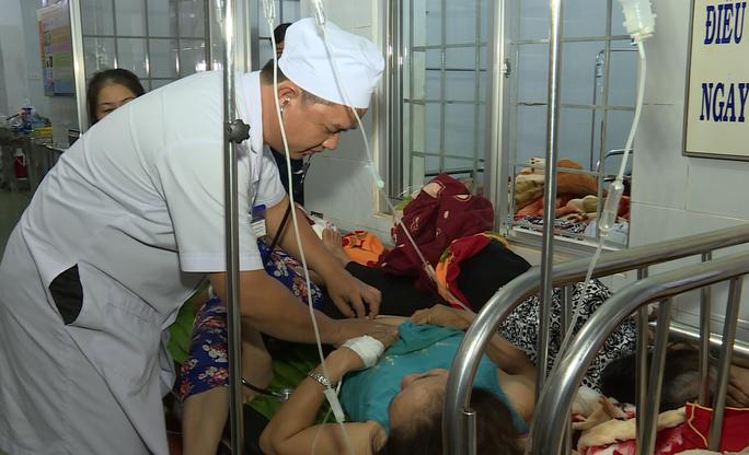 Tìm ra thủ phạm khiến hơn 350 người nhập viện - Ảnh 1.