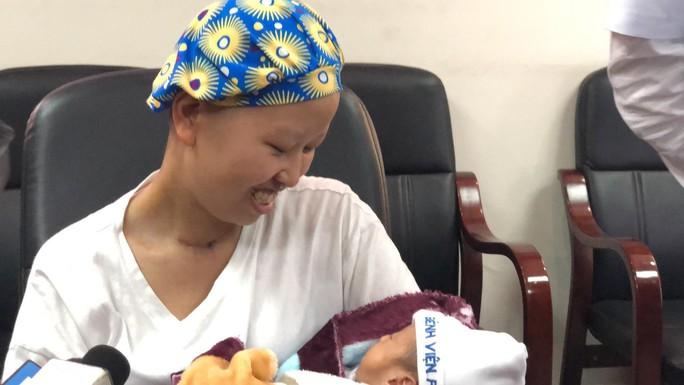 Mẹ ung thư vú giai đoạn cuối hạnh phúc đón con trai Đỗ Bình An xuất viện - Ảnh 14.