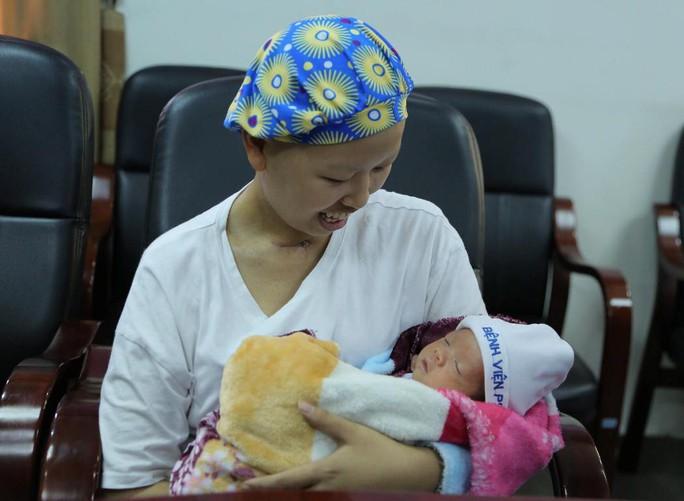 Mẹ ung thư vú giai đoạn cuối hạnh phúc đón con trai Đỗ Bình An xuất viện - Ảnh 11.
