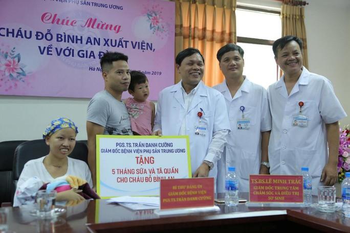 Mẹ ung thư vú giai đoạn cuối hạnh phúc đón con trai Đỗ Bình An xuất viện - Ảnh 16.