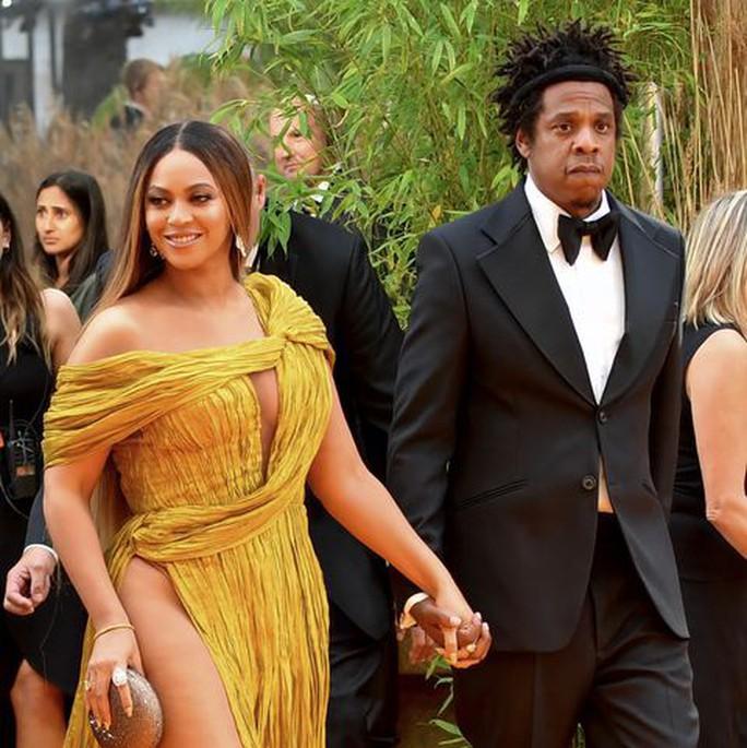 """Siêu sao Beyonce diện đầm Công Trí ra mắt phim """"Vua sư tử"""" - Ảnh 1."""