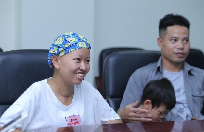 Mẹ ung thư vú giai đoạn cuối hạnh phúc đón con trai Đỗ Bình An xuất viện - Ảnh 5.