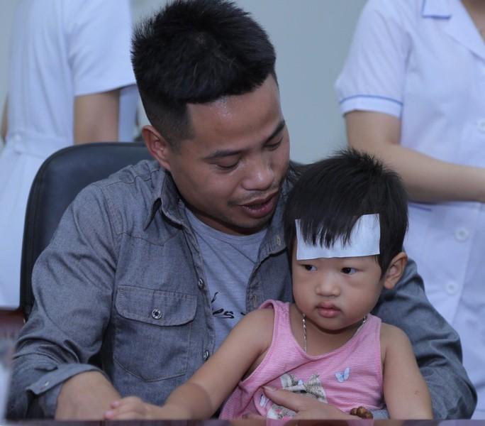 Mẹ ung thư vú giai đoạn cuối hạnh phúc đón con trai Đỗ Bình An xuất viện - Ảnh 7.