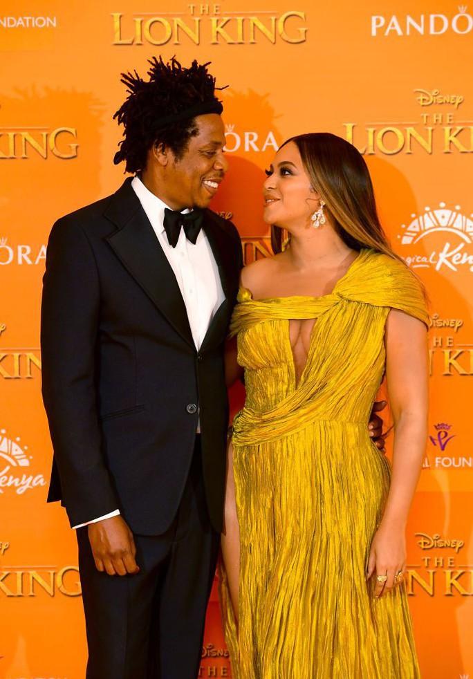 """Siêu sao Beyonce diện đầm Công Trí ra mắt phim """"Vua sư tử"""" - Ảnh 2."""